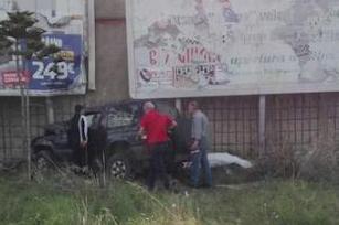 Auto finisce fuori strada e si schianta contro un muro: morta una donna nel Messinese
