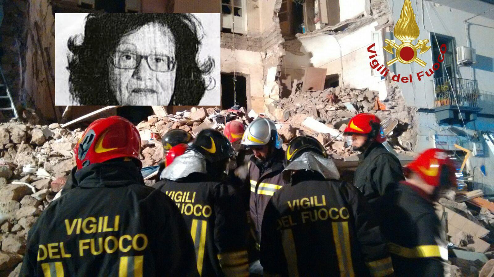 Catania, crolla una palazzina per un'esplosione: morta una donna e 4 feriti