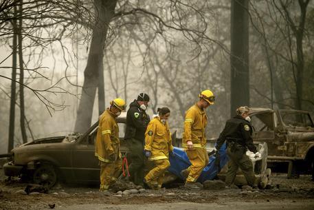 Incendi in California, 71 i morti: oggi la visita di Trump
