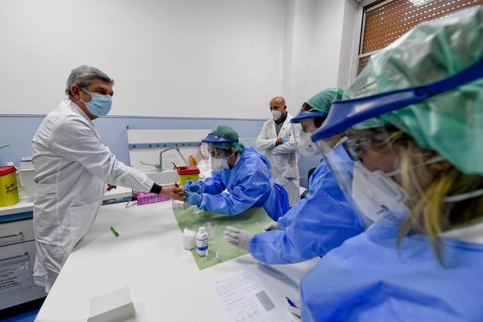 Coronavirus, altri 2477 contagiati in Italia: 760 morti in più nelle ultime 24 ore