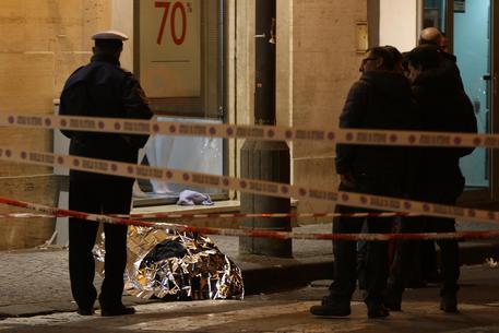 Gioielliere uccide un rapinatore nel Napoletano: