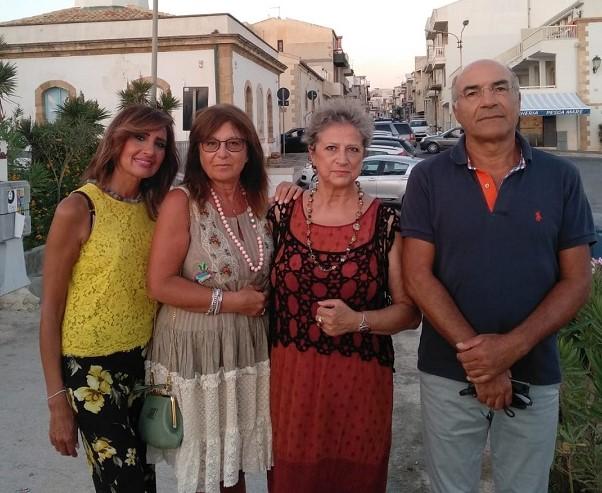 """Scoglitti, """"Incontri d'Arte"""": Giovanna Giaquinta e Serenella Guzzo espongono al Faro"""