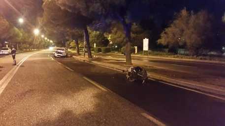 Moto contro auto a Bari: muore ventiquattrenne, conducente arrestata