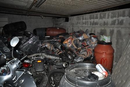 Un garage con dentro scooter rubati, due indagati a Catania
