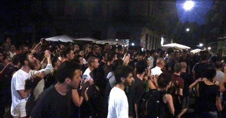 Movida molesta a Napoli, condannato il titolare di un bar