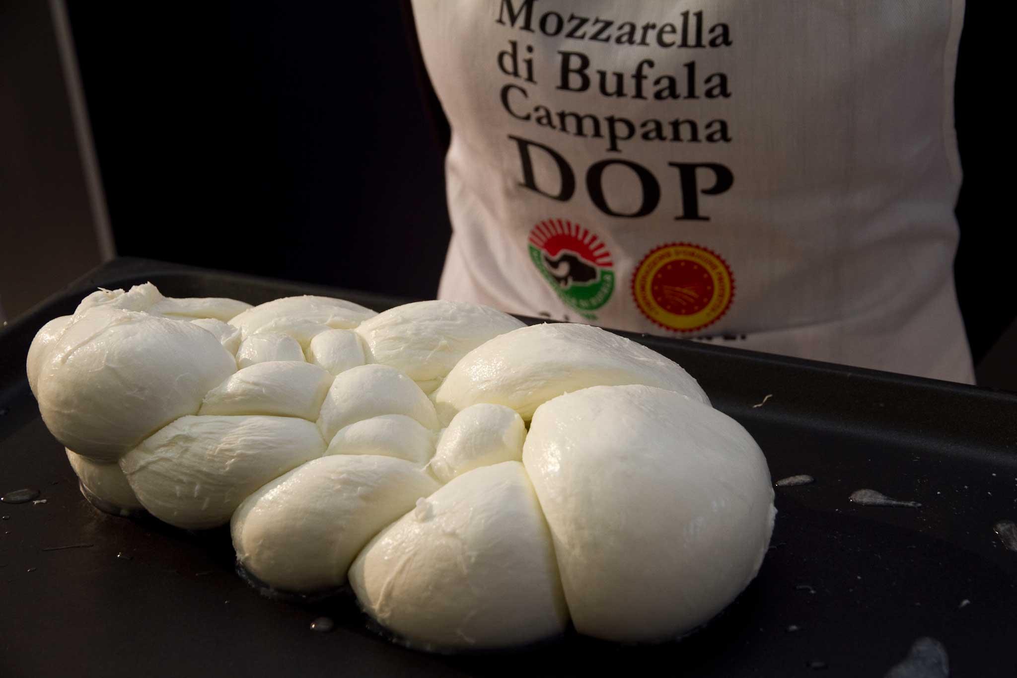 """Mozzarelle """"taroccate"""", aziende sequestrate nel Casertano"""