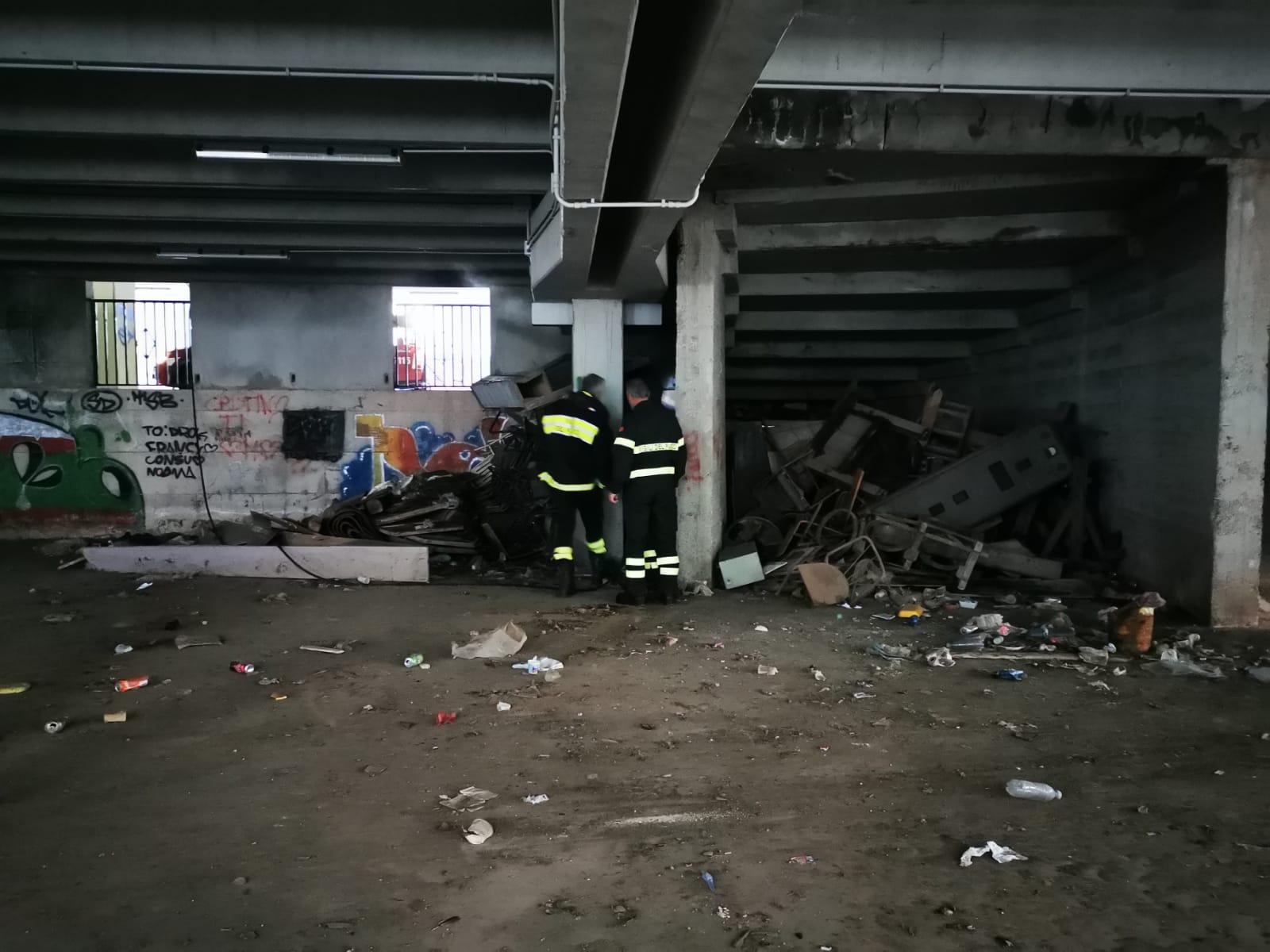 Fiamme nel parcheggio multipiano di Modica: indaga la polizia locale