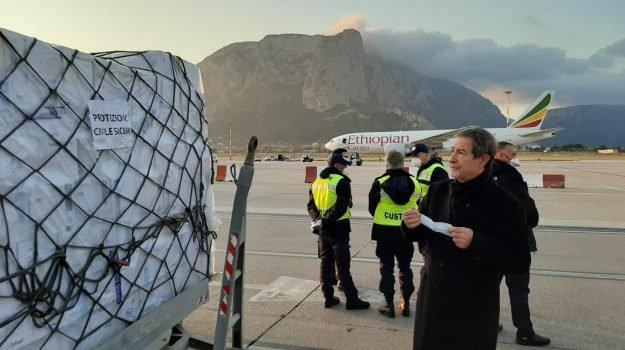 Il governo siciliano fa arrivare dalla Cina 40 tonnellate di dispositivi di sicurezza