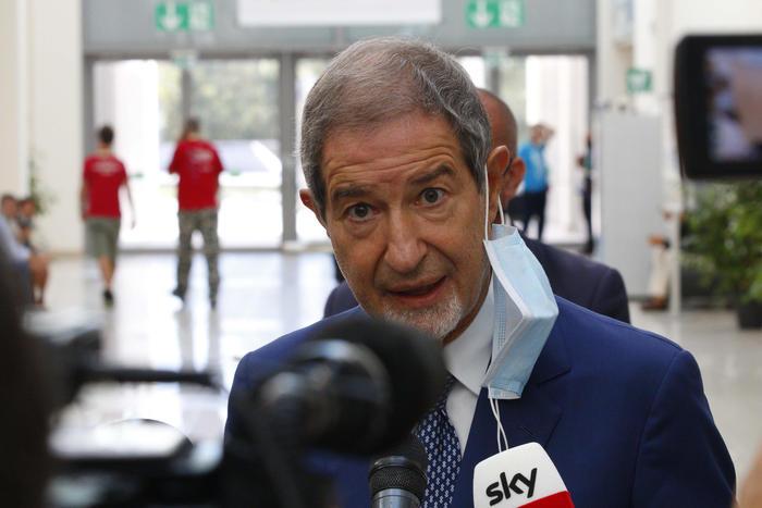 """Coronavirus, Musumeci in tv: """"In Sicilia non c'è emergenza"""""""