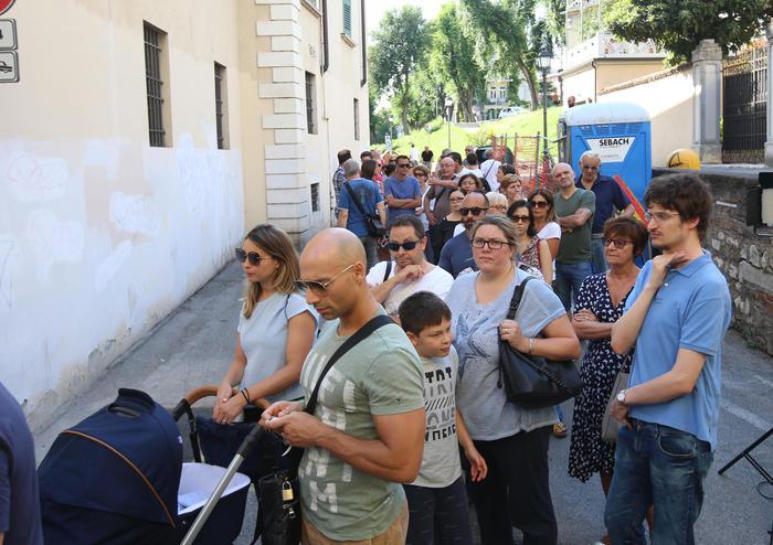In tanti per salutare Nadia Toffa, domani i funerali a Brescia