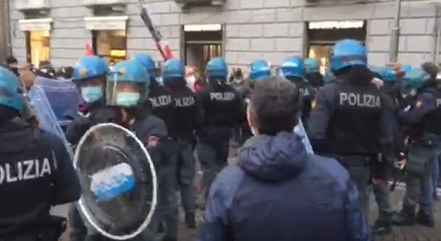 Ancora tensioni a Napoli, manifestanti verso la Regione