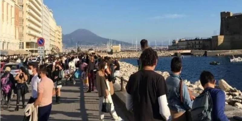 Lite sul lungomare di Napoli finisce a coltellate: 3 ragazzi feriti