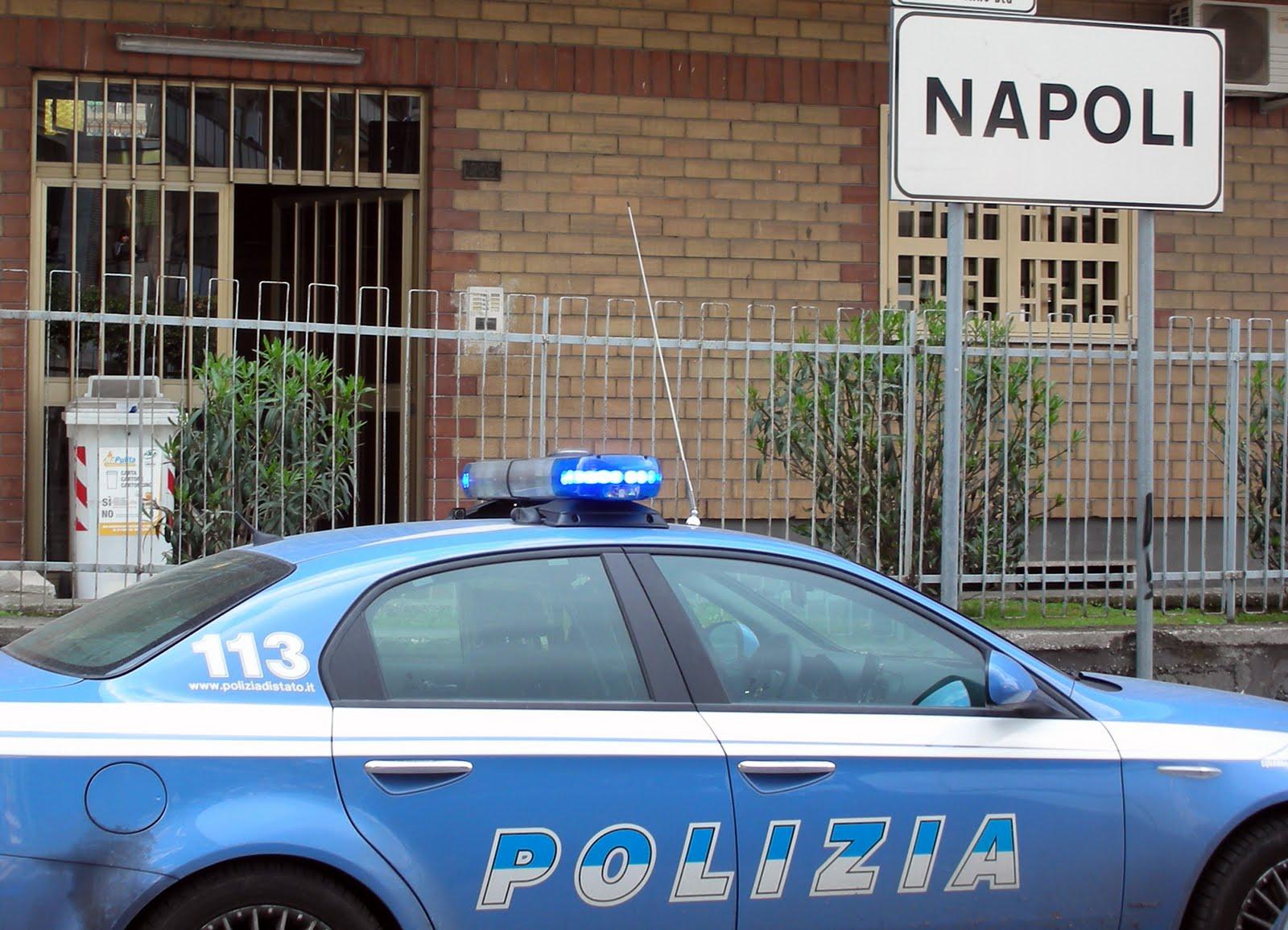 Napoli, reagisce a un tentativo di rapina e gli sparano