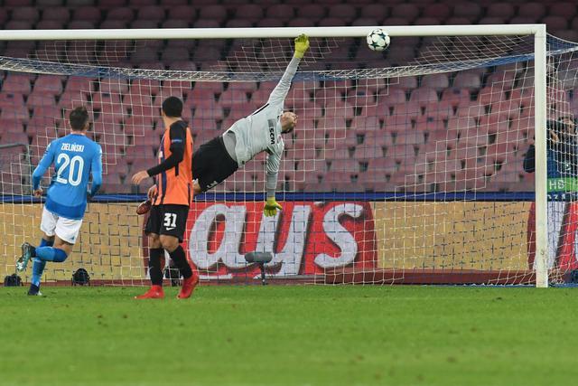 L'uragano Napoli stende lo Shakhtar: tre gol in Champions League