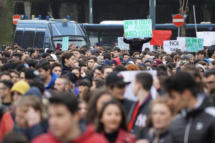 """Duemila in corteo a Napoli, """"siamo tutti con Gaetano"""""""