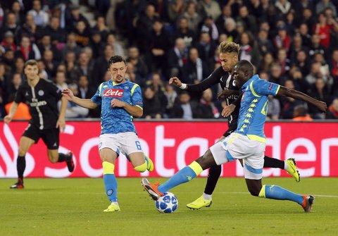 Champions, il Napoli sfiora il colpaccio a Parigi col Psg: Inter sconfitta
