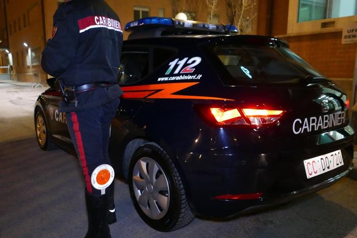 Napoli, picchiava il padre da 9 anni per soldi: arrestato
