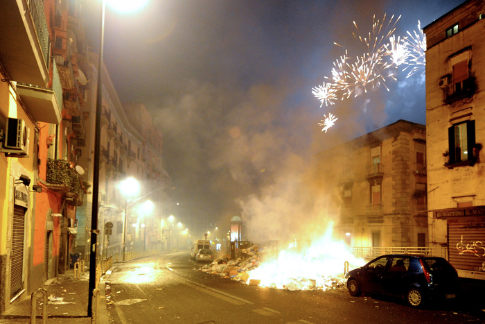 Botti, 37 persone ferite tra Napoli e provincia