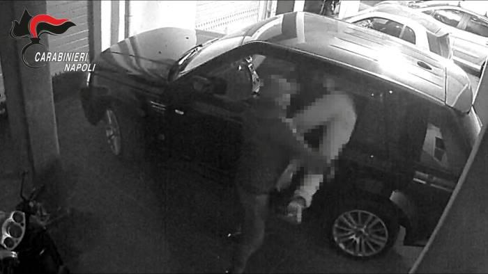 Sgominata banda che rubava auto: 13 misure cautelari a Napoli