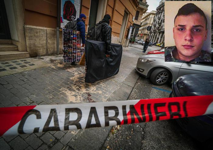 La rapina a Napoli con il 15enne ucciso, indagato il carabiniere che ha sparato