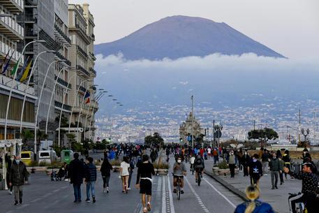 Notte di follia a Napoli, lungomare bloccato fino alle 4 del mattino