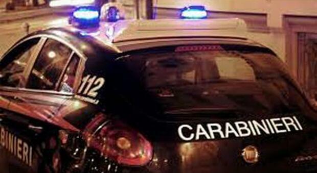 Strangola la moglie a Napoli e simula il suicidio: arrestato