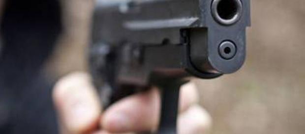 Napoli come Gomorra, pistola puntata alla testa per una rapina