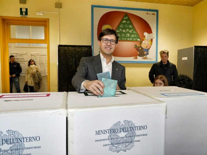 Amministrative, il M5s perde Livorno, Firenze e Bergamo restano al Pd: De Mita sindaco di Nusco a 91 anni