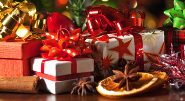 Natale: 3 miliardi risparmiati per 21 milioni di italiani con il riciclo dei doni