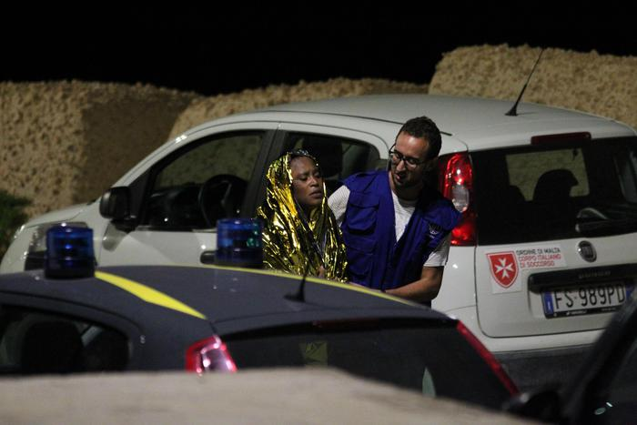 Strage di migranti a Lampedusa, all'appello mancano ancora 15 persone