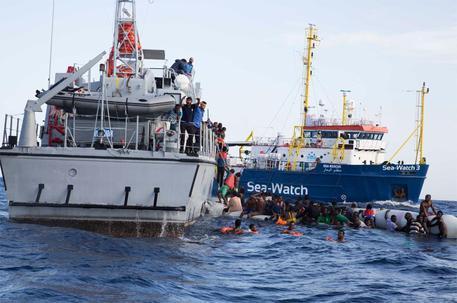 Migranti, naufragio nel Mediterraneo: morto anche un bambino
