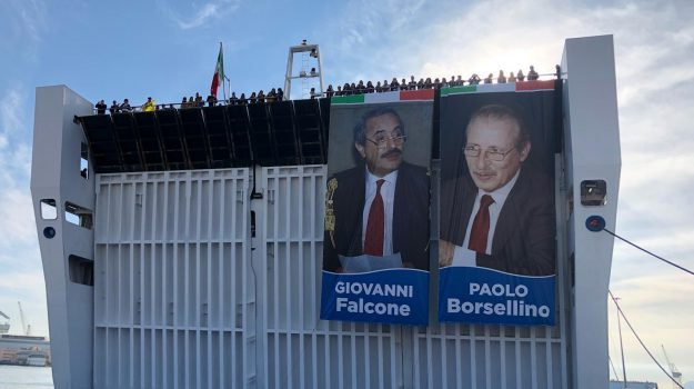 La nave della legalità a Palermo con 1500 studenti al grido 'Giovanni e Paolo'