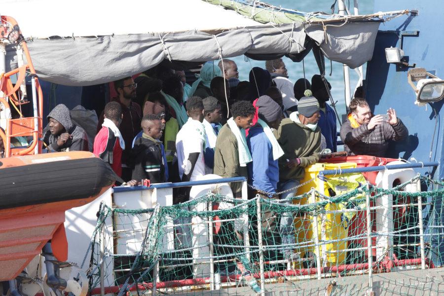 Migranti, la Mare Ionio soccorre 53 persone a 40 miglia da Zuara