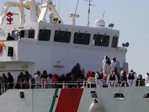 Nave Fiorillo approda a Pozzallo con a bordo 253 migranti