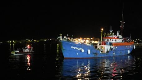 Nave di Ong tedesca bloccata a Lampedusa per accertamenti