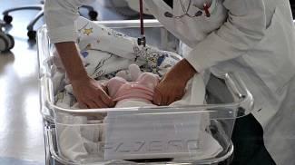 Neonata trovata in un cassonetto dell'immondizia in provincia di Siena