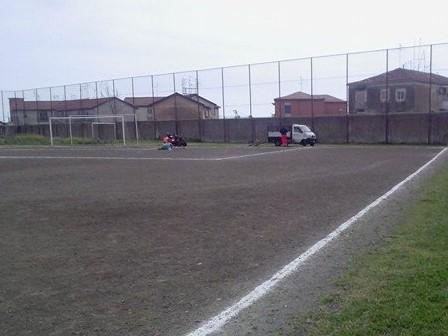 Catania, ripulito dalla erbacce il campo di calcio di Nesima