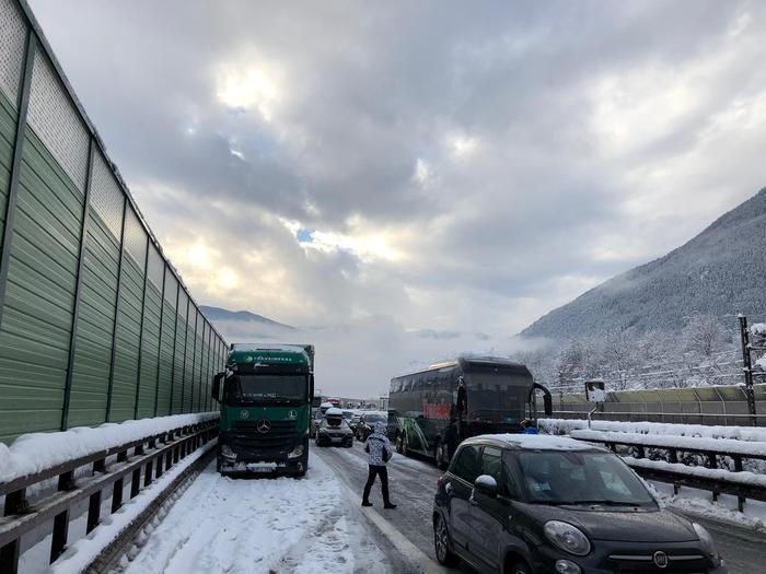 Alto Adige, caos per neve: chiusa autobrennero
