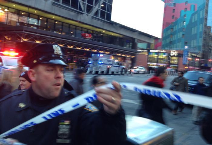 Esplosione a Manhattan : due feriti e un fermato