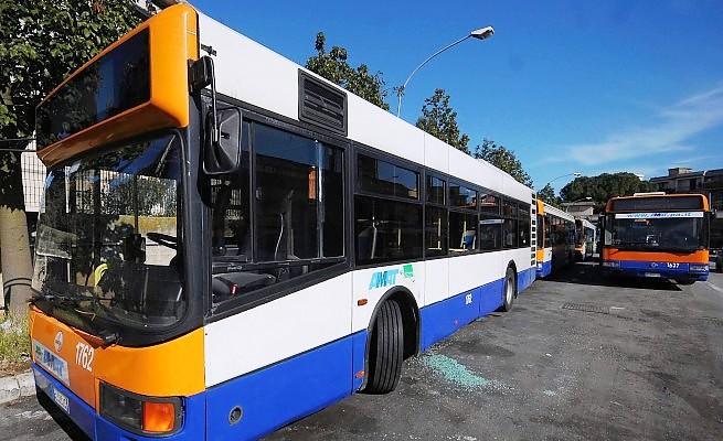 Lanciata una pietra contro autobus Amat a Palermo: in frantumi un vetro