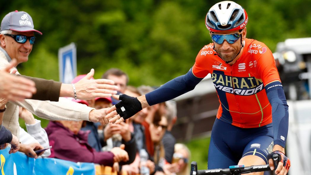 Ciclismo, Vincenzo Nibali cambia casacca: firma con la Trek-Segafredo
