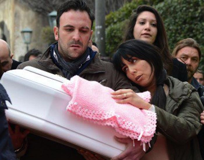 Catania, la morte della piccola Nicole: gli indagati restano solo tre