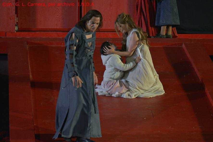 Il debutto di Alcesti al Teatro Greco: applausi a scena aperta