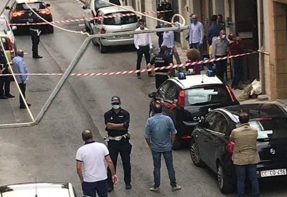 Femminicidio a Niscemi, uccide la moglie con un colpo di  tagliacarte alla gola