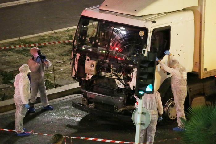 Cerimonia a Nizza con Hollande per ricordare il massacro sul lungomare
