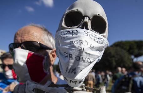 Tensioni al sit-in no mask a Roma, fermato un manifestante