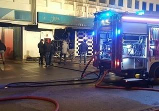 Inferno di fuoco al Centro commerciale di Nola