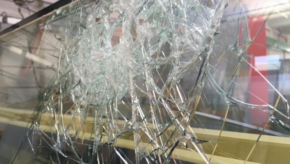 Noto, ruppe la vetrina di un negozio per rapinarlo: minore in comunità