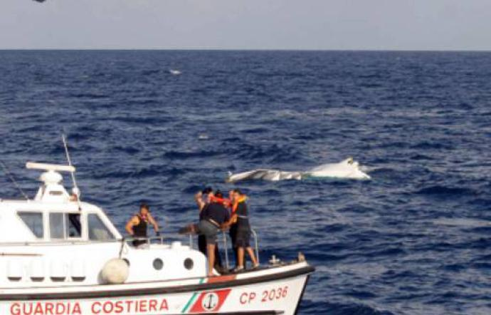 Naufragio di migranti a Lampedusa, recuperati i corpi di cinque donne