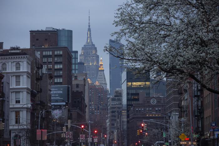 New York chiude per il virus: il 100% dei lavoratori a casa: 184 morti nel Regno Unito